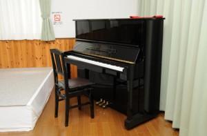 別館オーロラ館-ピアノもあります
