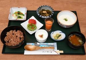 【酵素玄米とろろ膳】1,080円。滋養強壮に効果のある長芋は、玄米との相性がぴったり!食が進む軽めのお膳です。